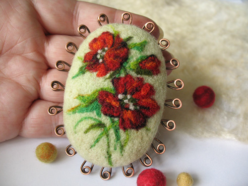 crafty jewelry: felt brooches