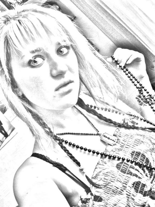 Черно-белое, с зернистой текстурой фото