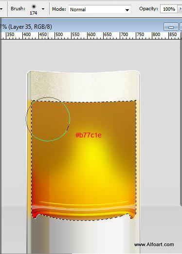 Кружка с холодным пивом. Пена и мокрое стекло.